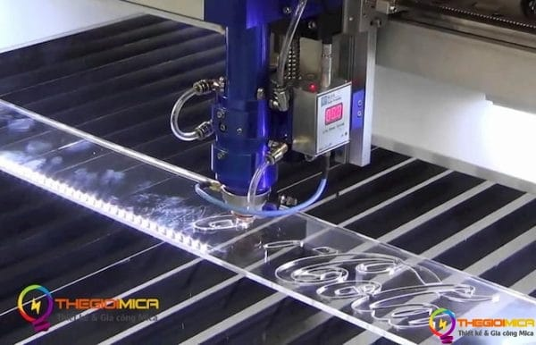 cắt khắc laser Mica